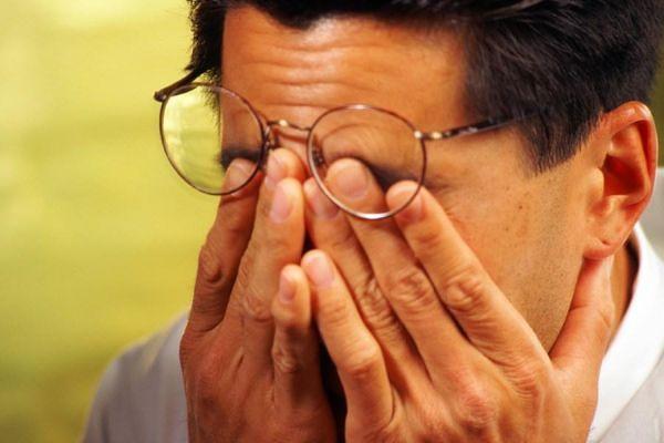 El peligro de frotarse los ojos