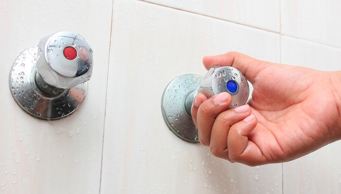 10 saludables beneficios de los baños fríos