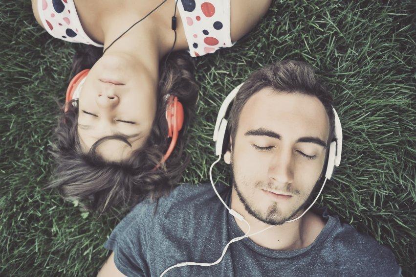 Escuchar musica ayuda a incrementar de forma natural tus niveles de dopamina
