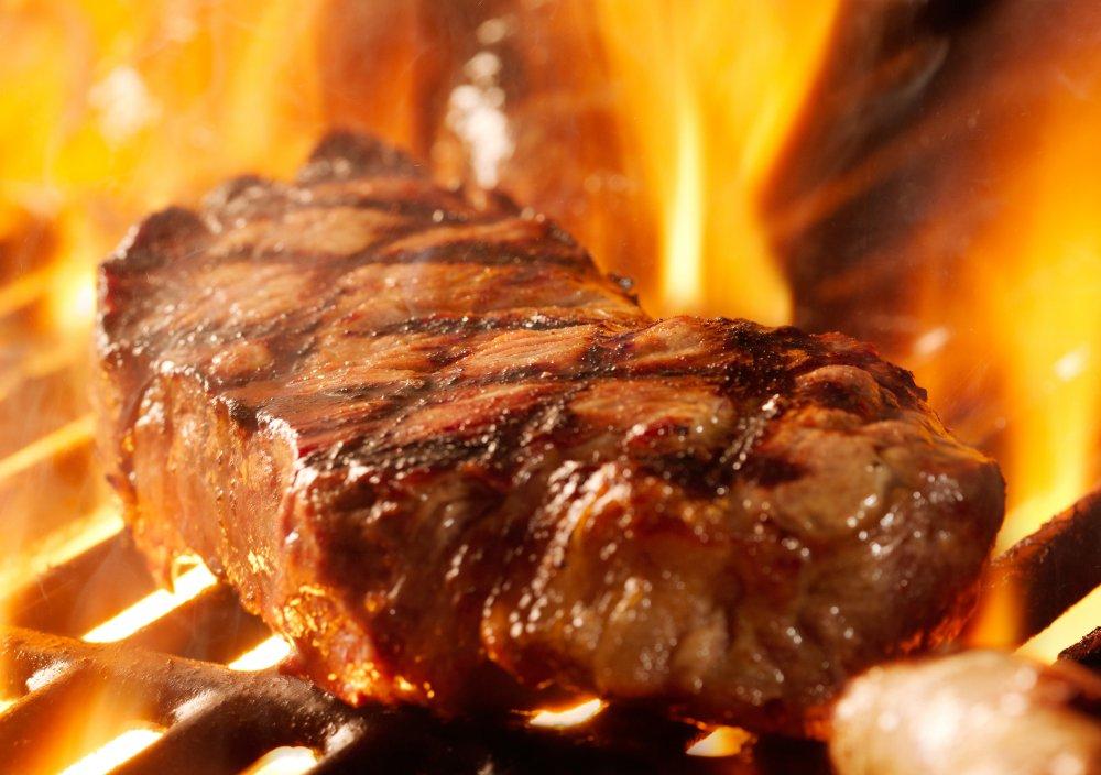 Carne a la parrilla puede aumentar el riesgo de presión arterial alta
